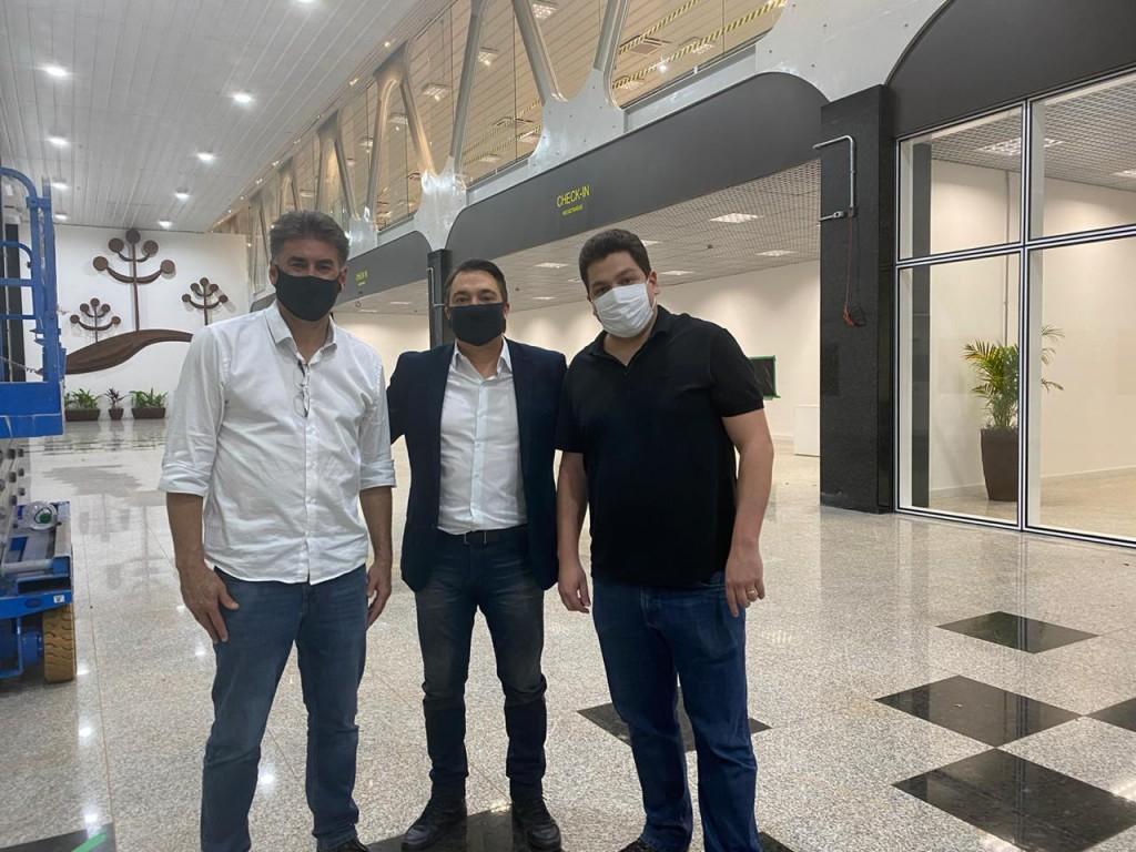 Giacobo, Paranhos e Gugu Bueno - Aeroporto